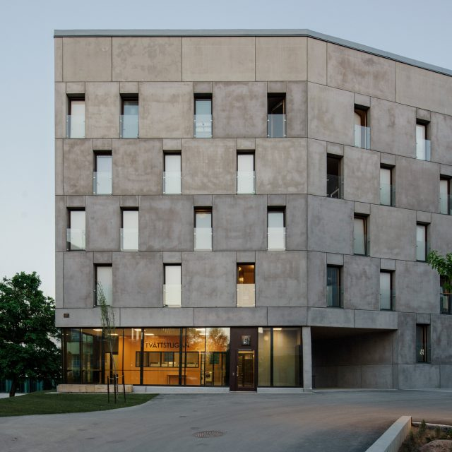 KTH exteriör betongbyggnad