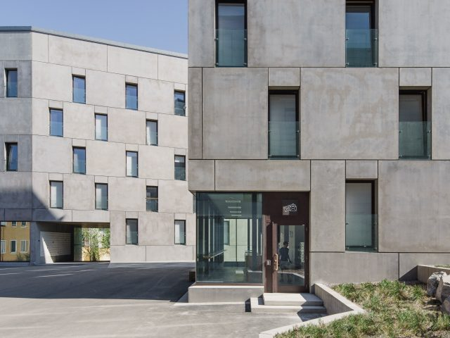 Två byggnader på KTH Studentbostäder
